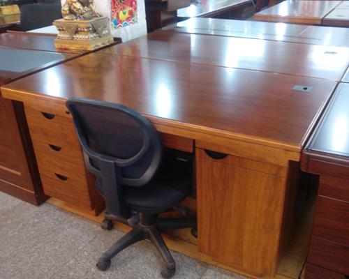 1.2米浅色办公桌