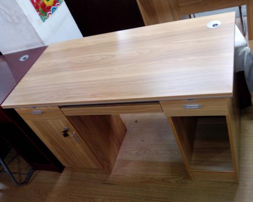 板式电脑桌